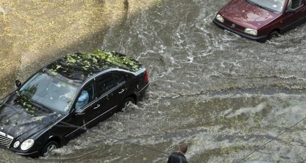 αυτοκίνητο σε πλημμύρα