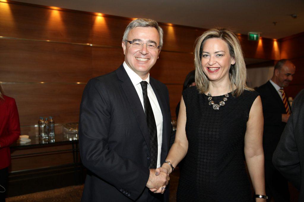 κα Νάντια Σταυρογιάννη, Διευθύνουσα Σύμβουλος της D.A.S. Hellas με τον κ. Νικόλαο Κανελλόπουλο, Γραμματέα του Οργανισμού Προώθησης Εναλλακτικών Μεθόδων Επίλυσης Διαφορών
