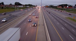αυτοκίνητα στον αυτοκινητόδρομο, οδήγηση