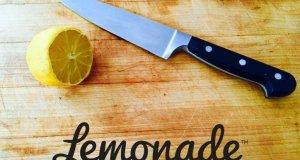 Lemonade, ασφαλιστική, λεμόνι και μαχαίρι σε επιφάνεια κοπής
