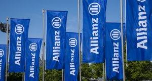 Μπλε σημαίες με λογότυπο Allianz