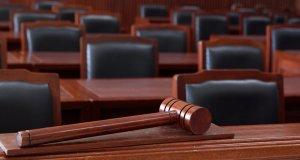 δικαστικά έδρανα, σφυρί, ΣτΕ