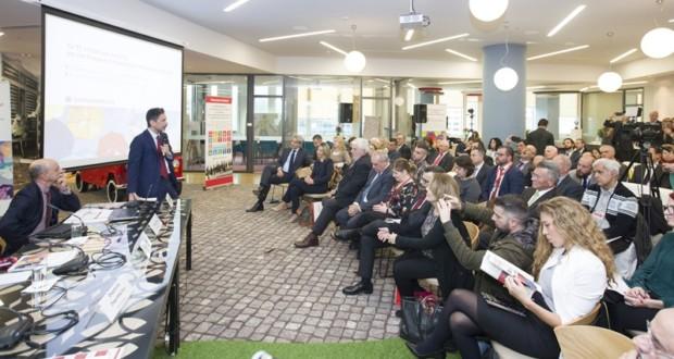 Στιγμιότυπο από την παρουσίαση της Έκθεσης Βιώσιμης Ανάπτυξης της INTERAMERICAN, στα Κεντρικά Γραφεία της Εταιρείας