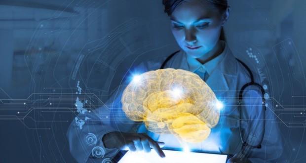 Big Data στην υγεία, γιατρός, τάμπλετ, εγκέφαλος